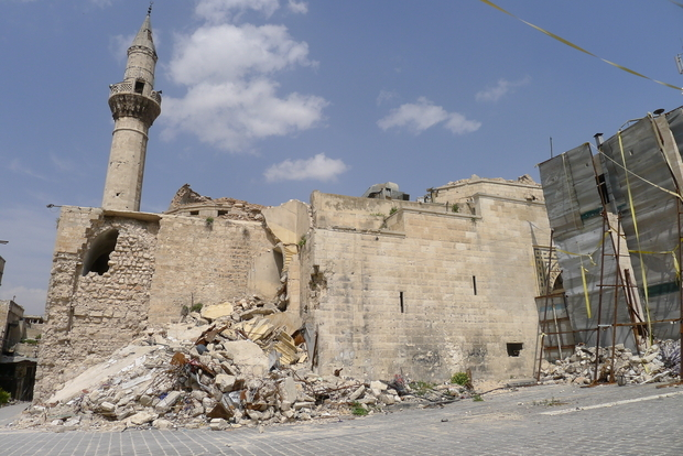 alep Al-Sahaba mosque in Aleppo Old City, with sniper defences(MEE&Tom Westcott)_0