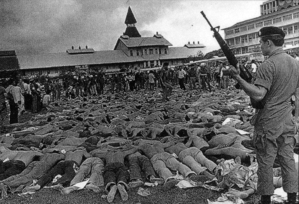 bangkok-c_massacre-1976-thamasat-6