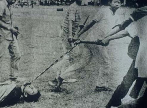 bangkok_massacre-1976-thamasat7